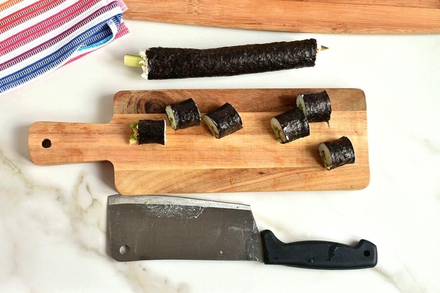 Cucumber and Avocado Sushi recipe - step 7