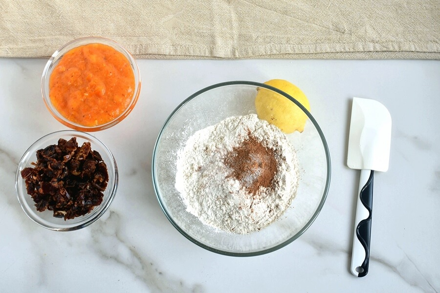 Lemon Glazed Persimmon Bar recipe - step 2