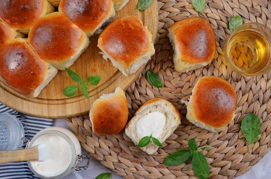 How to serve Mini Rolls for a Crowd