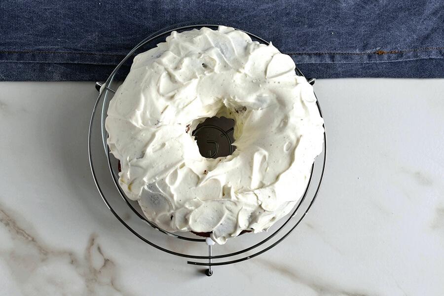 How to serve Sour Cream Pound Cake