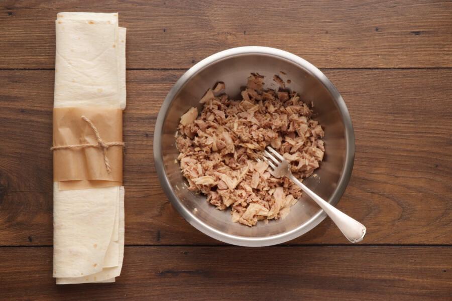 Avocado Tuna Wraps recipe - step 1