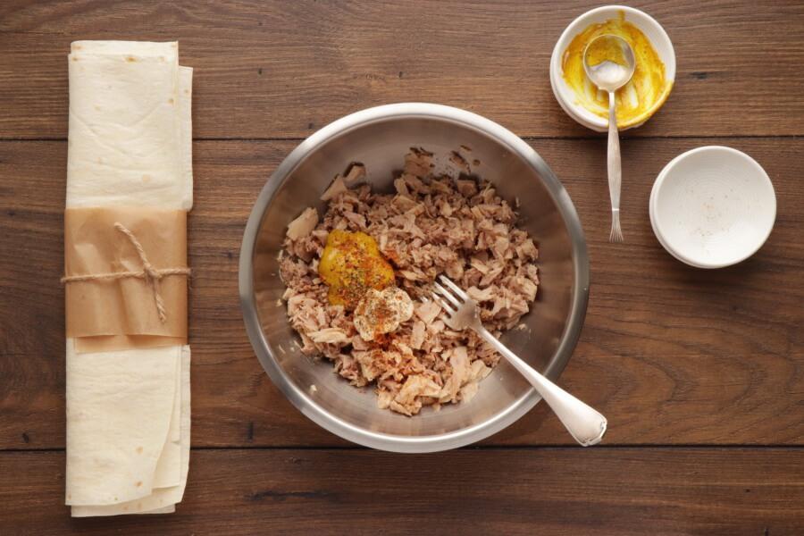 Avocado Tuna Wraps recipe - step 2