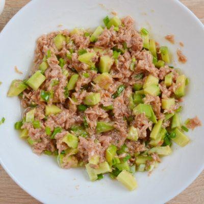 Avocado and Tuna Salad Wraps recipe - step 2