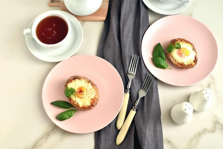 How to serve Breakfast Baked Potato Boat
