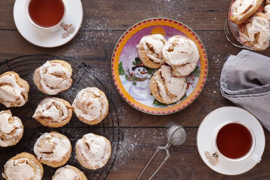 How to serve Finnish Meringue Cookies