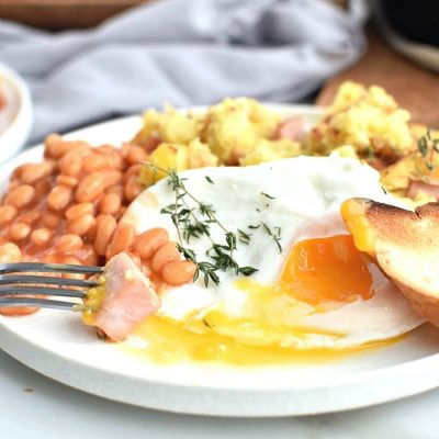 Ham & potato hash with baked beans & healthy 'fried' eggs Recipe-How To Make Ham & potato hash with baked beans & healthy 'fried' eggs-Delicious Ham & potato hash with baked beans & healthy 'fried' eggs