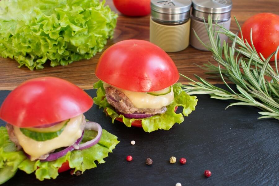 How to serve Keto Tomato Cheeseburger Without the Bun
