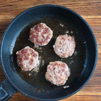 Keto Tomato Cheeseburger Without the Bun recipe - step 3