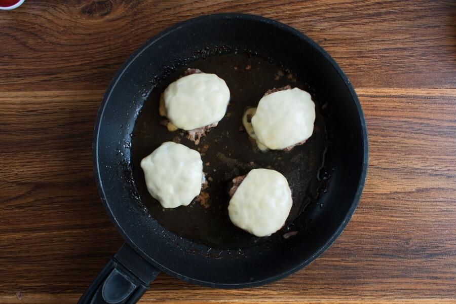 Keto Tomato Cheeseburger Without the Bun recipe - step 4