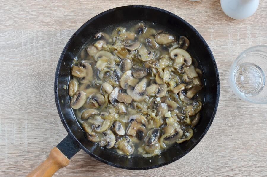Mushroom Stroganoff recipe - step 4