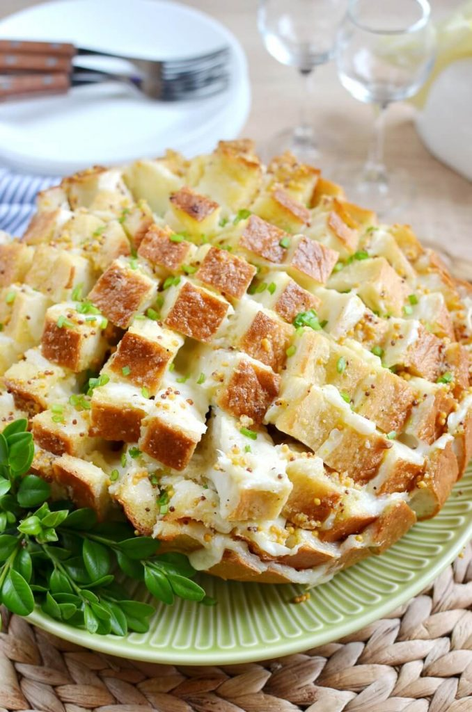 Cheesy Bread For the Whole Party