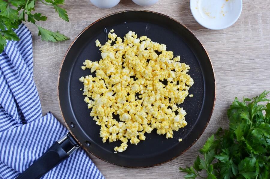 Simple Vegan Scrambled Eggs recipe - step 3