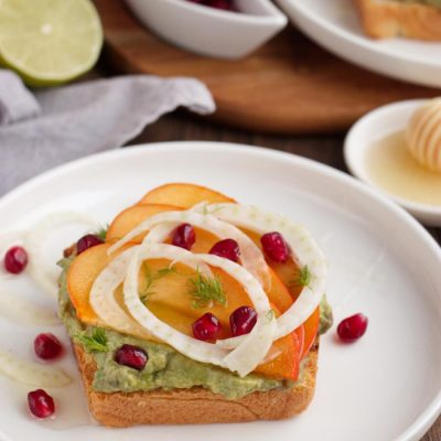 Avocado Toast with Persimmon and Pomegranate Recipe-Avocado Toast with Persimmon, Pomegranate and Fennel-Persimmon Avocado Toast