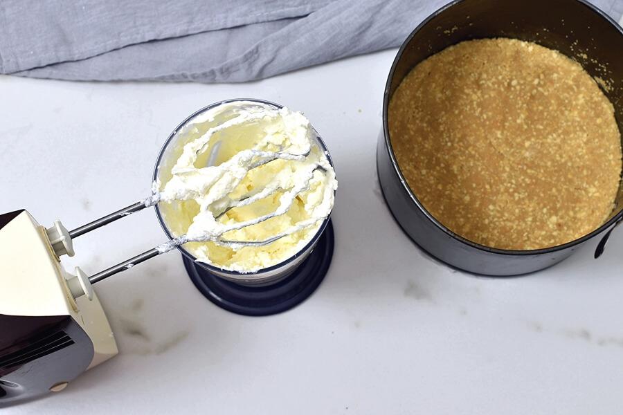 Caramel Mountain Top Cheesecake recipe - step 7