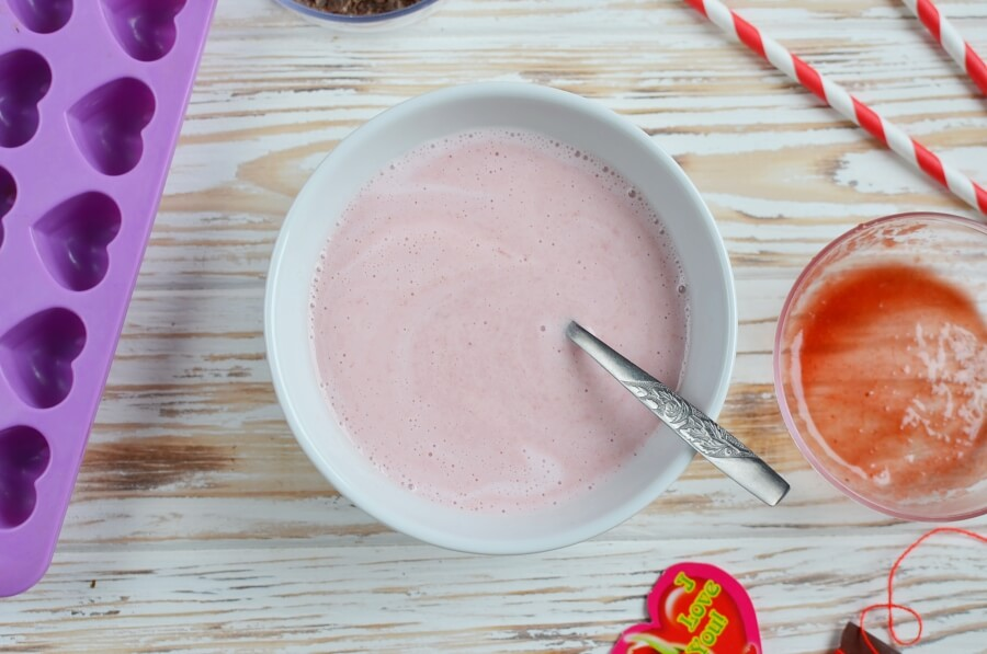 Chocolate-Covered Strawberry Frozen Greek Yogurt Bites recipe - step 1