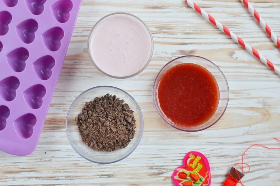 Chocolate-Covered Strawberry Frozen Greek Yogurt Bites Recipe-How To Make Chocolate-Covered Strawberry Frozen Greek Yogurt Bites-Delicious Chocolate-Covered Strawberry Frozen Greek Yogurt Bites