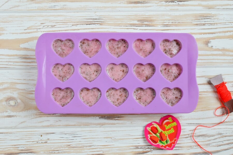 Chocolate-Covered Strawberry Frozen Greek Yogurt Bites recipe - step 4