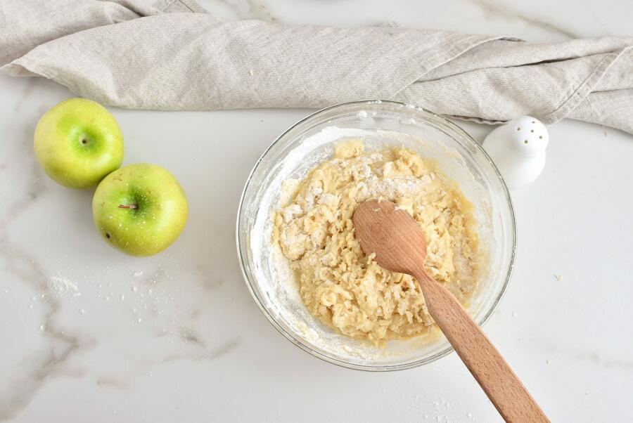 Cinnamon Swirl Topped Apple Cake recipe - step 3