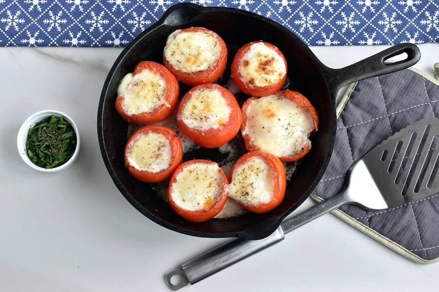 Low Carb Eggs Baked in Tomatoes recipe - step 5