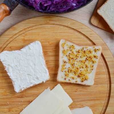 Grilled Cheese and Red Cabbage Sandwiches recipe - step 3