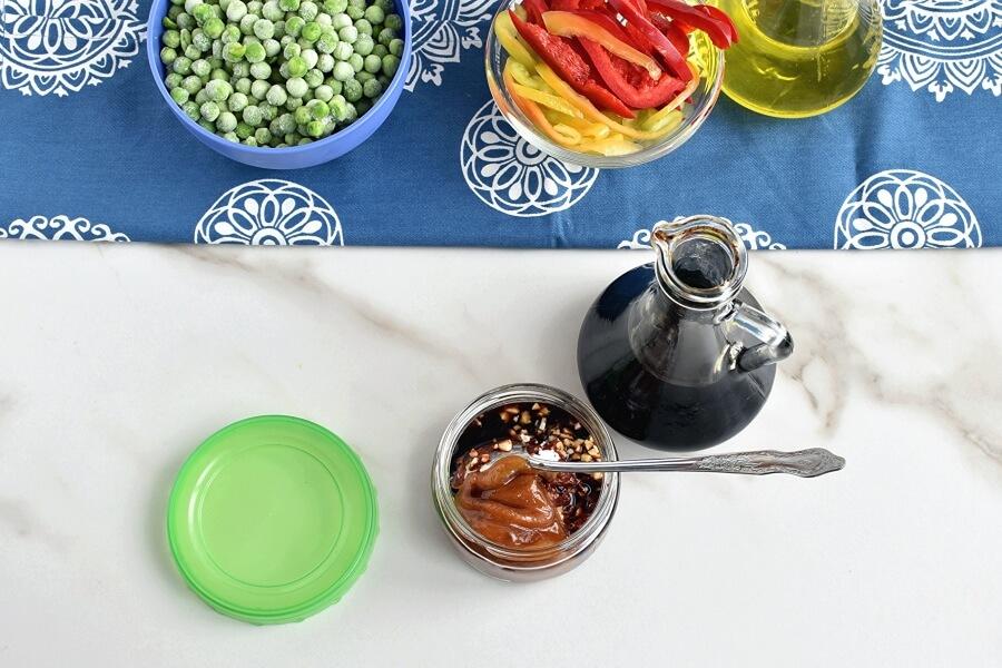 Honey Sriracha Chicken Stir Fry recipe - step 2