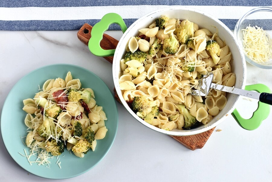 How to serve Italian Broccoli-Bacon Pasta