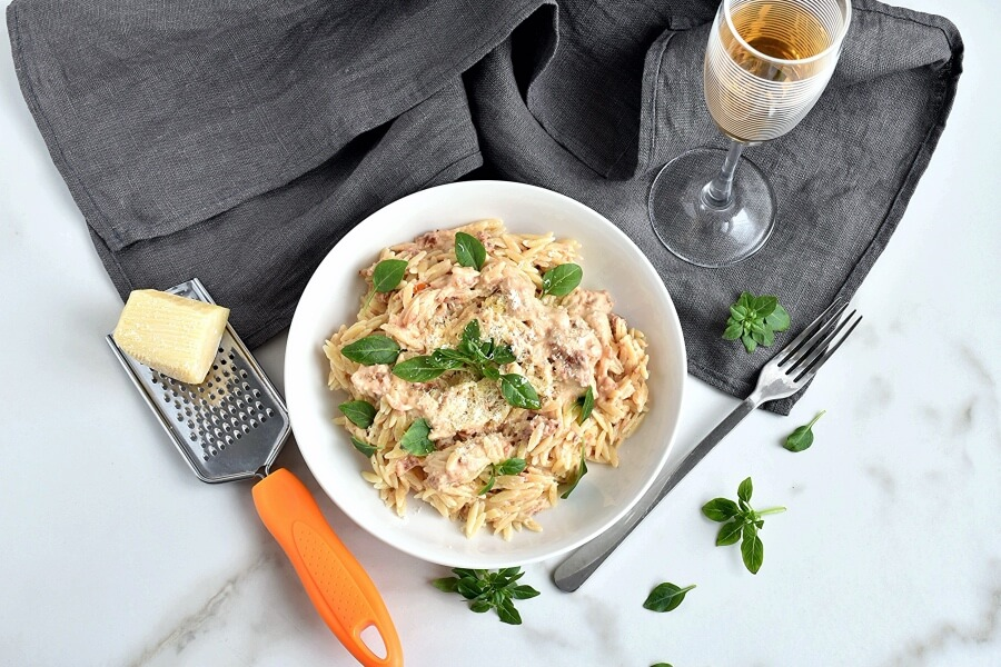 How to serve Orzo with Creamy Sun-Dried Tomato Basil Sauce