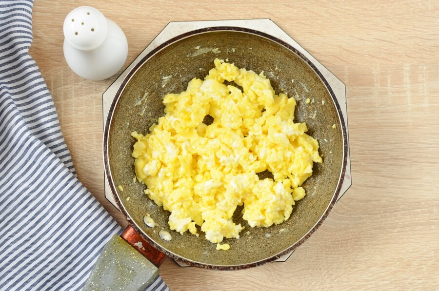 Scrambled Eggs With Queso Fresco recipe - step 5