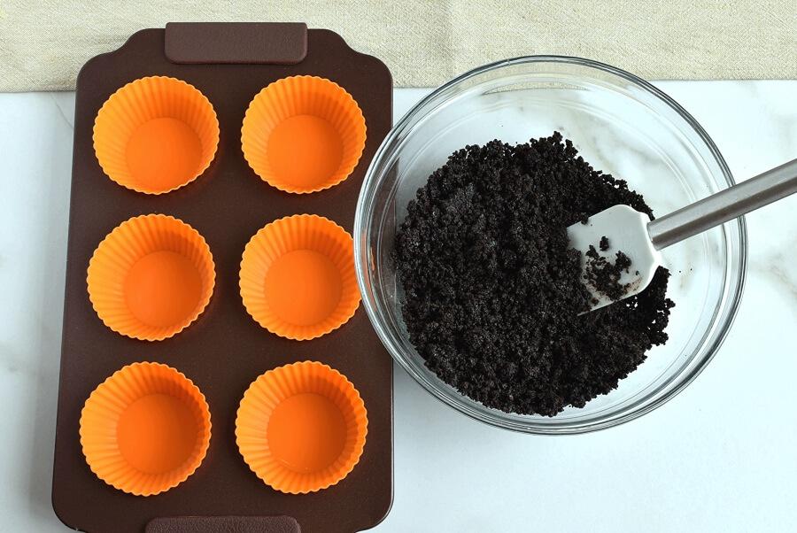Triple Chocolate Mini Cheesecakes recipe - step 3