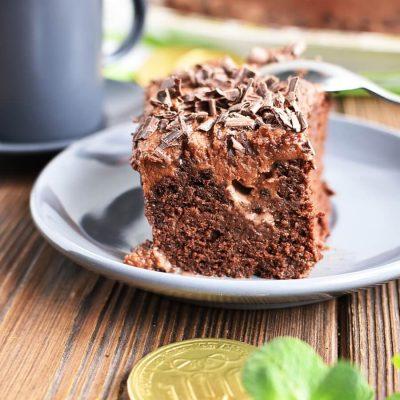 Baileys Poke Cake Recipes-Homemade Baileys Poke Cake-Delicious Baileys Poke Cake