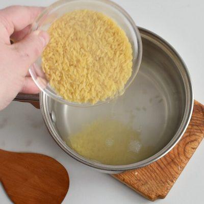 Cheesy Chicken and Broccoli Orzo recipe - step 1