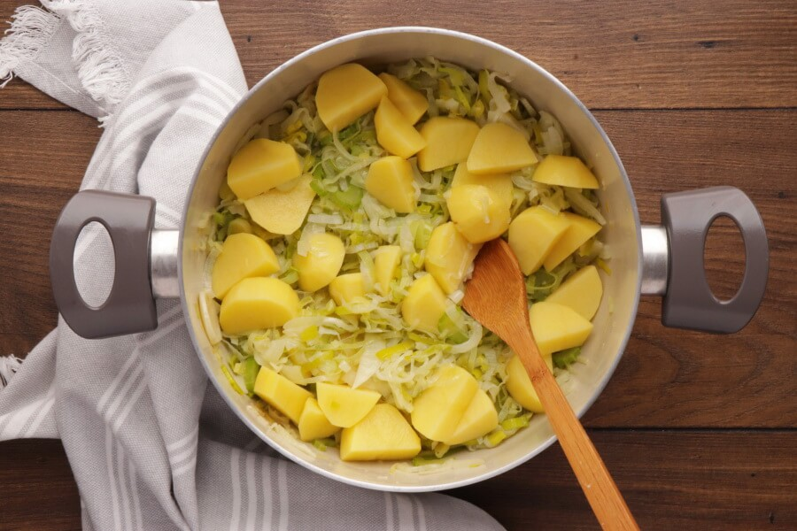 Leek and Fennel Soup recipe - step 2