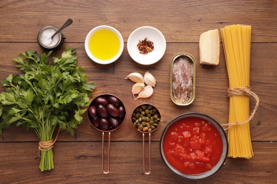 Ingridiens for Pasta Puttanesca