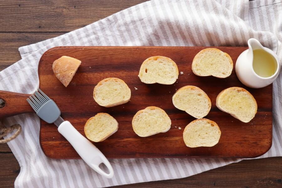 Tuna Salad with Garlic Toasts recipe - step 2