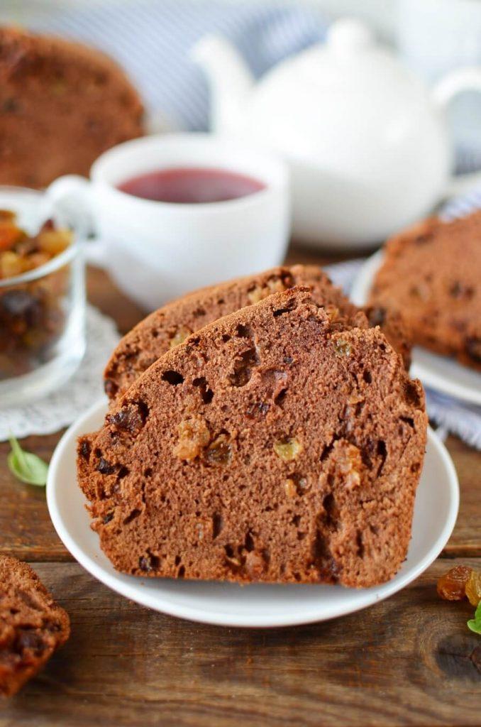 Vanilla and Molasses Cake with Raisins