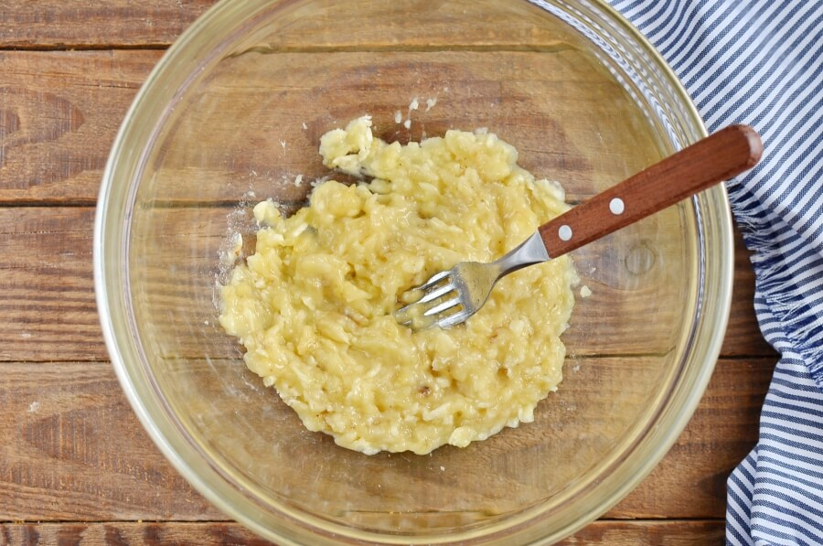 Banana, Coconut & Cardamom Bread recipe - step 3