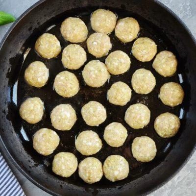 Chicken Pesto Meatballs recipe - step 4