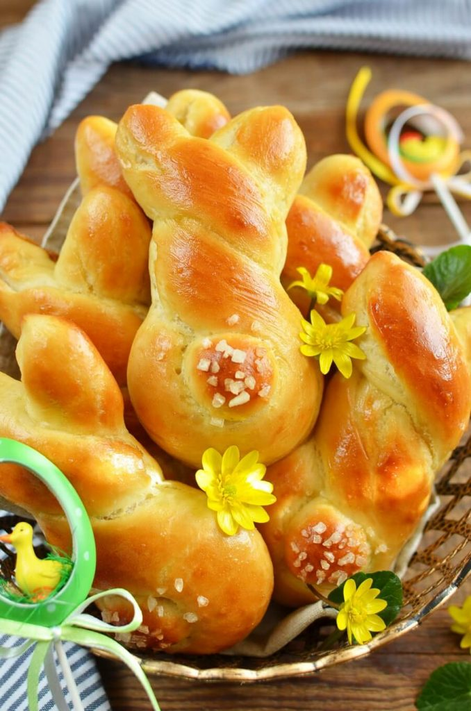 No Easter bunnies are harmed when making these rolls