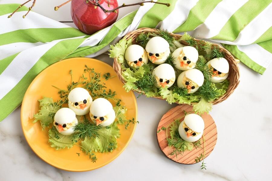 How to serve Easter Egg: Deviled Egg Chicks