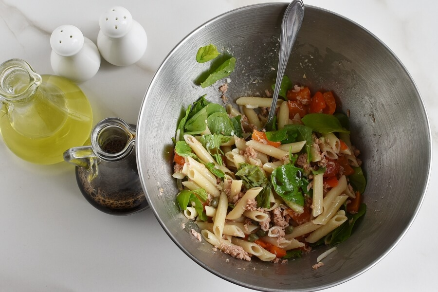 Easy Penne and Tuna Salad recipe - step 4