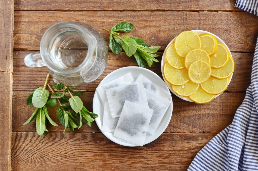 Ingridiens for Freshly Brewed Ice Tea with Fresh Mint