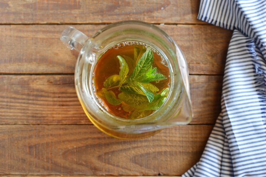 Freshly Brewed Ice Tea with Fresh Mint recipe - step 4
