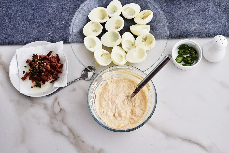 Jalapeno Popper Deviled Eggs recipe - step 4