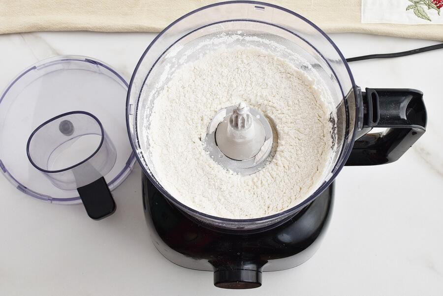 Pimiento Cheese Make-Ahead Quiche recipe - step 1