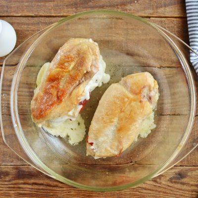 Red Pepper and Mozzarella Stuffed Chicken recipe - step 8