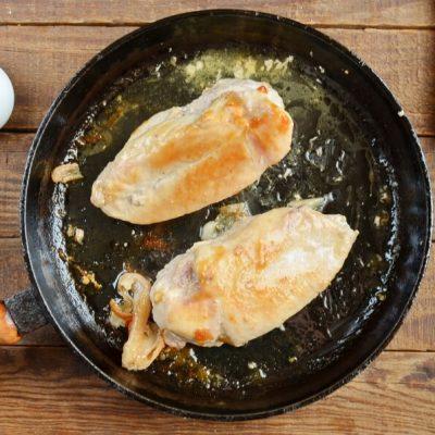 Red Pepper and Mozzarella Stuffed Chicken recipe - step 4