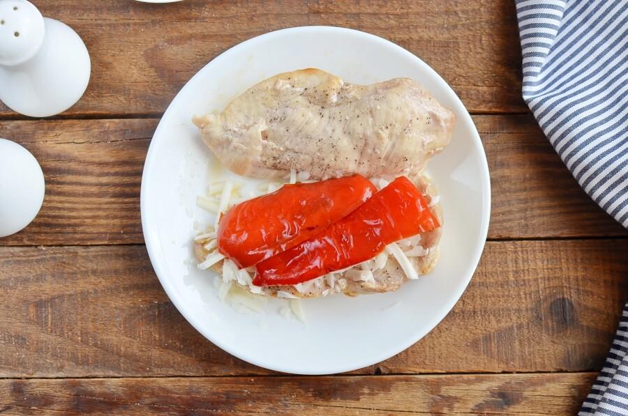 Red Pepper and Mozzarella Stuffed Chicken recipe - step 6