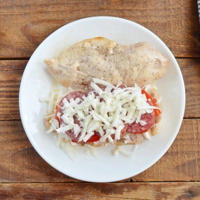 Red Pepper and Mozzarella Stuffed Chicken recipe - step 7
