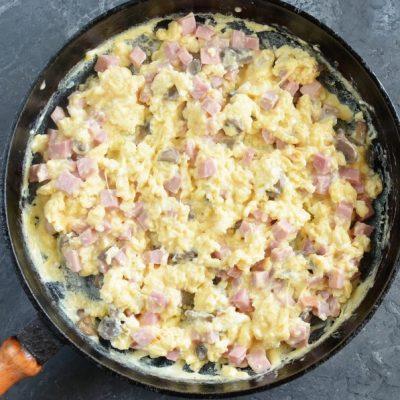 Scrambled Eggs in Puff Pastry recipe - step 4