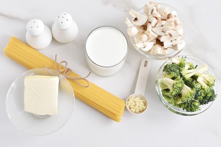 Ingridiens for Spaghetti Con Broccoli